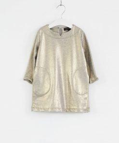 Vestito European Culture in cotone color oro, modello a campana, maniche lunghe e tasche laterali. Ideale per un look ricercato ma pratico