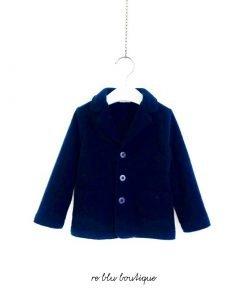"""Blazer Il Gufo in caldo pile blu scuro con taschine frontali e bottoni. Ricamo """"Il Gufo"""" tono su tono sulla tasca, tasche blu serigrafate"""
