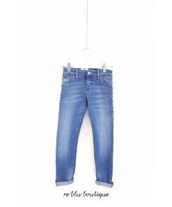 Pantalone Scotch&Shrunk in tela denim bluette slavato modello morbido, vita regolare, no strappi o usure. Rivetti color ottone