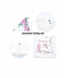 Set Moncler composto da maglietta girocollo con chiusura a pressione su una spalla, girovita in grosgrain rosa, logo applicato su una manica