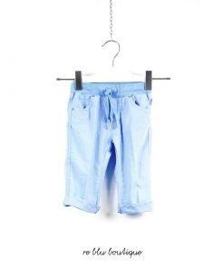 Pantalone Il Gufo in popeline di cotone stretch di colore azzurro cielo, con coulisse in vita, laccetto regolabile e tasche.