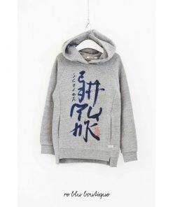 Felpa Scotch&Shrunk con cappuccio è caratterizzata da una scritta stampata in caratteri giapponesi. La felpa è dotata di spacchetti laterali, tasche a marsupio e finiture in maglia a costine.