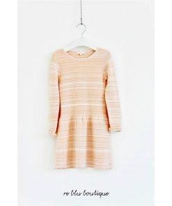 Vestito Chloè in lana nella variante colore rosa antico a maniche lunghe, effetto 3d con leggere righe verticali tono su tono, modello a tulipano.
