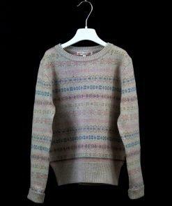 Maglione girocollo con disegno greca di Bonpoint sui toni pastello, piccoli strass rosa, costine sulle maniche e sul fondo del maglione.
