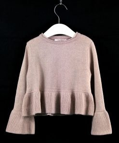 Maglione rosa cipria con inserti in lurex, volant sul fondo e sulle maniche, modello corto a scatola. L'effetto lurex è molto delicato e dona lucentezza