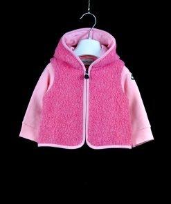 Set di due pezzi color rosa acceso di Moncler, pantalone a sigaretta con banda laterale, felpa zip in doppio tessuto con cappuccio e tasche diagonali