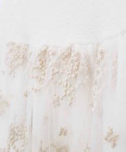 Vestito a manica lunga in misto lana La Mascot, doppio tessuto con un effetto drappeggiato, gonna ricamata sui toni dell'oro, doppio velo per la gonna