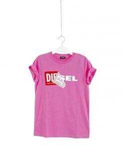 T-shirt girocollo rosa acceso Diesel, collo a costine, stampa frontale con il nome del brand nei toni a contrasto bianco e rosso