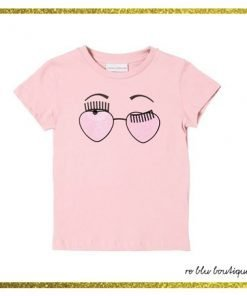 """T-shirt girocollo rosa pastello Chiara Ferragni, collo a costine, stampa sul pannello frontale della versione estiva dell'iconico logo """"flirting"""", dettaglio logo sul retro."""
