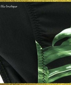 """Bikini fondo nero Saint Barth con stampa """"holly leaf"""" dai colori a contrasto spalline regolabili e chiusura della mutandina con pratica coulisse."""