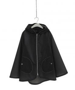 Giacca a vento Herno in poliuretano grigio scuro, cappuccio non rimovibile, tutto il profilo della giacca ha un effetto di piccole borchie argento, due tasche laterali