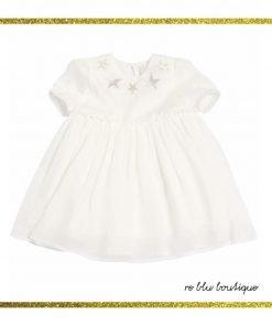 Completo vestito e culotte in seta color bianco ghiaccio StellaMcCartney. Il vestito è a maniche corte,chiusura posteriore con bottone, stelle ricamate frontalmente, polsini elasticizzati, pannelli della gonna a strati.Culotte rimovibili con profili elasticizzati