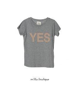 """T-shirt a maniche corte DouDou con stampa frontale in tono a contrasto con scritto """"YES"""", collo a costine"""