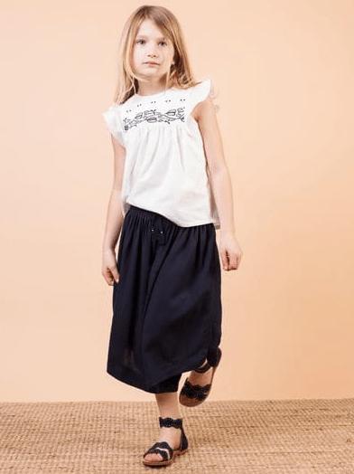 Maxi shorts Chloè nella variante blu scro in tiwill di viscosa, vita elasticizzata con nappine fatte a mano, pannelli con pinces
