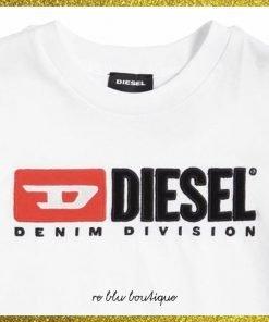 T-shirt girocollo in cotone bianca Diesel con stampla frontale floccata nei colori iconici del brand, collo a costine