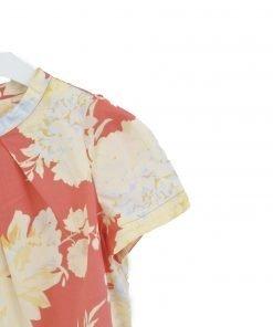 """Blusa a maniche corte modello """"Laya"""" Bonpoint combina taglio pulito ad un grande motivo colorato a fiori. Girocollo, maniche ad aletta e pieghe cave formano un modello comodo e raffinato."""