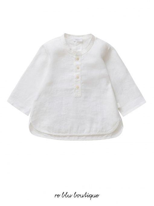 Camicia a manica lunga in lino bianco ottico Il Gufo. Collo alla coreana con dettaglio smacchinato e taschina sul davanti.