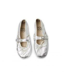 Ballerina con fibietta color argento lucido DouDou, realizzata in pelle, la fibbia è tono su tono è molto morbida, modello raso terra