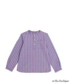 """Camicia coreana Bonpoint modello""""Artist"""" in 100% cotone, taschino, colletto è chiuso da 3 bottoni. Le sue strisce arancioni su sfondo blu si abbinano ai jeans"""