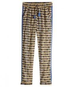 Realizzati in un leggero tessuto in modal, questi pantaloni di Scotch R'Belle presentano una stampa colorata all-over e inserti laterali in fettuccia. Dotati di vita elasticizzata con coulisse, tasche laterali e risvolti alle caviglie.