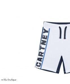 Bermuda in cotone organico StellaMcCartney bicolor bianco e blu con stampa laterale con il nome del brand, vita elasticizzata, tasche laterali