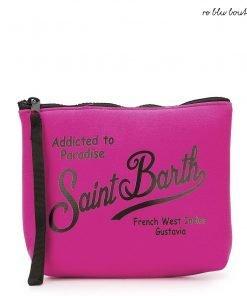 """Pochette modello Aline Saint Barth a tinta unita color fucsia interamente in materiale in scuba ideale, scritta """"St Barth addicted"""" nera, chiusura zip."""