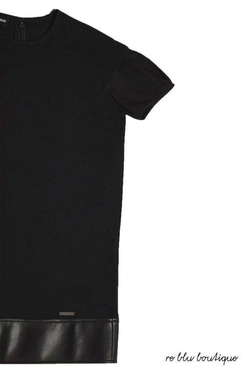 Vestito in Jersey nero Dsquared2 inserto in eco-pelle tono su tono, maniche corte, chiusura sulla schiena con zip invisibile, piccola medaglia argento con il nome del brand