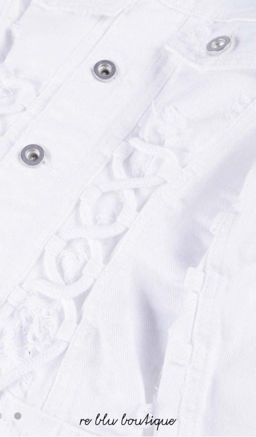 """Giacca in denim Diesel modello """"Jeocyd"""" nel colore bianco con dettagli consumati che possono variare, chiusura con bottoni e due tasche sul petto"""