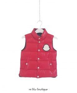 """Piumino senza maniche rosso modello """"Billecart"""" stemma sul davanti, cappuccio di nylon nel collo della giacca, tasche laterali"""