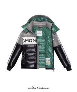 """Piumino Moncler modello """"Febrege"""" tricolor, cappuccio staccabile, finituta lucida,fondo maniche con polsini stretti, maxi scritta frontale"""