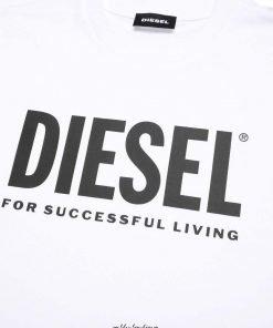"""T-shirt bianca """"Tjustlogo"""" è realizzata in jersey di cotone pregiato e stampata con un logo oversize """"Diesel For Successful Living"""" sul petto."""