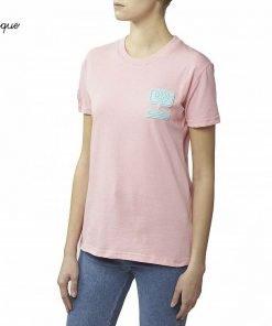 """T-shirt rosa in cotone con patch azzurro """"Eyelike"""" in silicone. Patch applicato sulla parte sinistra. Prodotto made in Italy."""