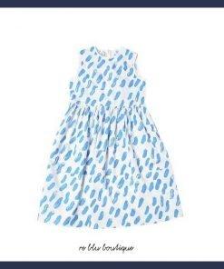 Vestito bianco senza maniche Marni, con stampa a pennellate di colore azzurro. Chiusura sul retro con zip a scomparsa, senza fodera interna con dettaglio di arricciature sulla gonna.