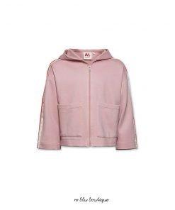 Felpa rosa di Ao76 con zip e cappuccio. Tasche forontali e vestibilità ampia.