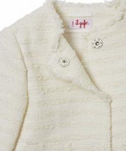 Giacchino in tessuto tweed di cotone a righe orizzontali colore su colore, tasche a toppa e fondi sfangiati, allacciatura decentrata con automatici